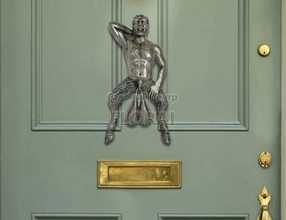 """Дверной молоток """"Мужчина с колокольчиками"""", цвет серебро"""