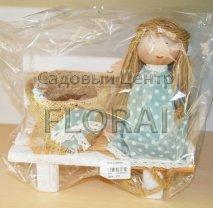 Декор плетеный Кукла на лавке маленькая